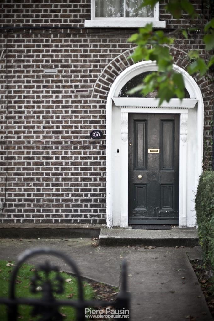 Dublino, tipica porta di una casa irlandese