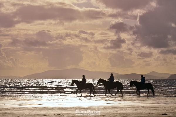 A cavallo a Rossbeigh Beach in Irlanda fare equitazione sul Ring Of Kerry