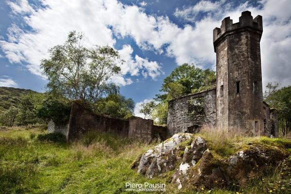 Castello abbandonato in Irlanda sul Ring of Kerry