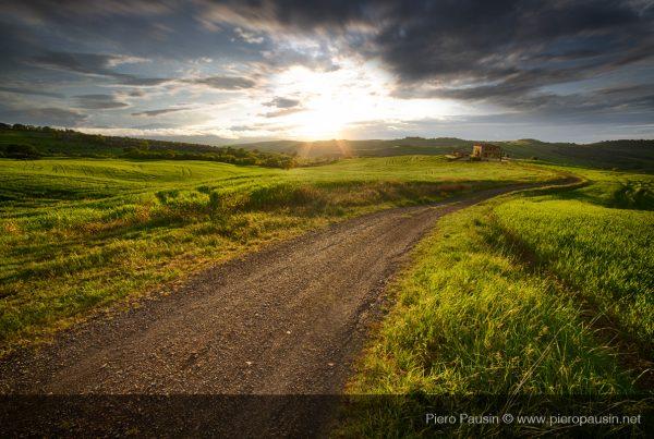 Strada sterrata al Tramonto Toscana